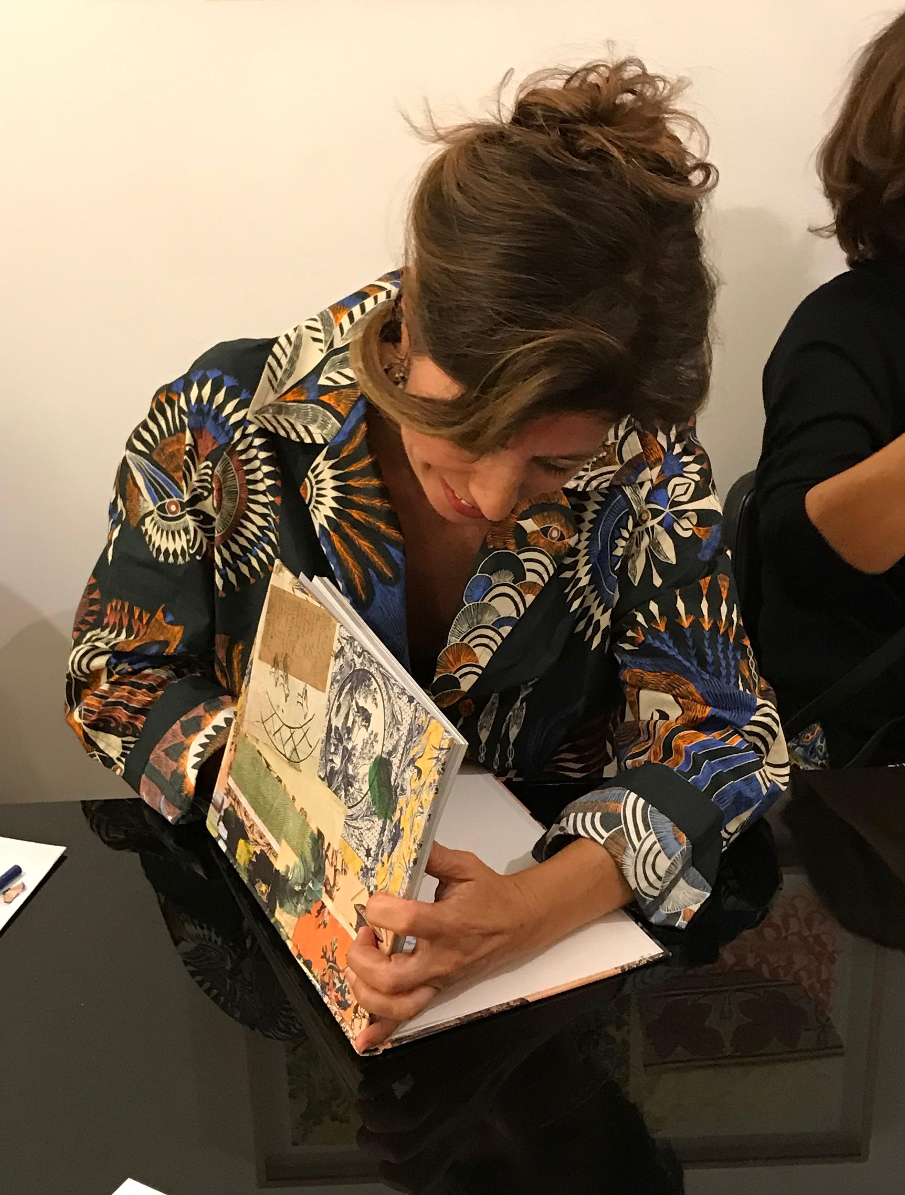 Bela Silva assina o seu livro